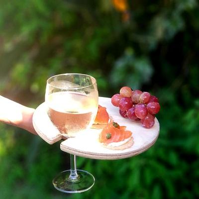 board wine glass holder